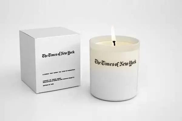 Ароматизированная свеча The Times of New York - креативный подарок для тех, кто любит читать газеты