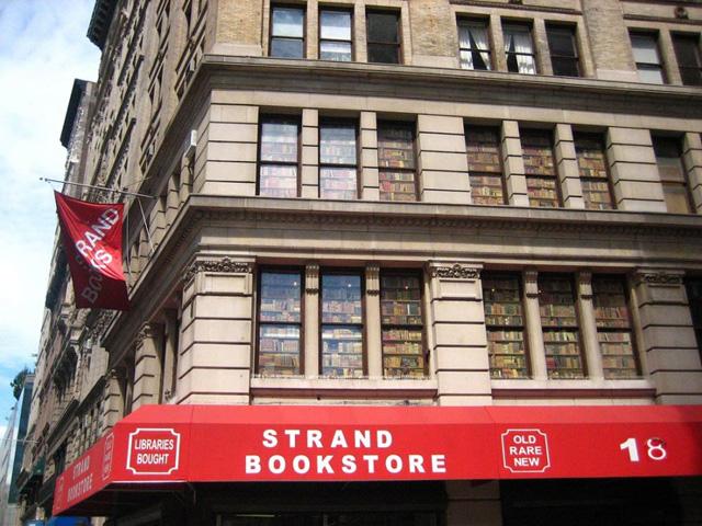 В «Стрэнд» рано или поздно приходит каждый житель Нью-Йорка, умеющий читать Flickr.com / luisvilla