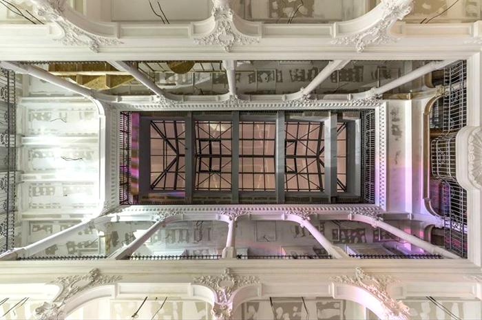 В *Карусели света* шесть этажей.