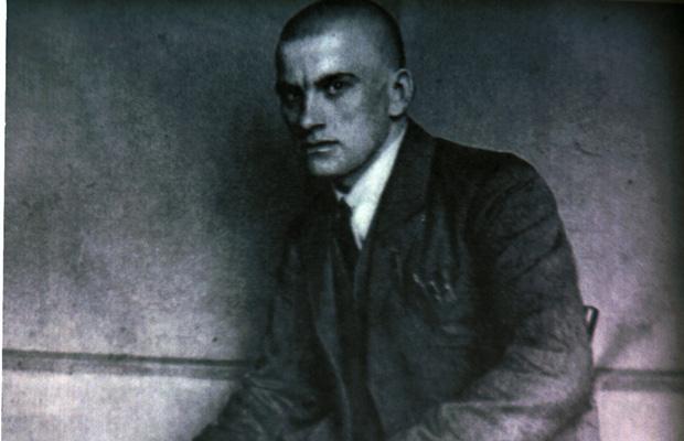 Владимир Маяковский занимался рекламой и агитацией.