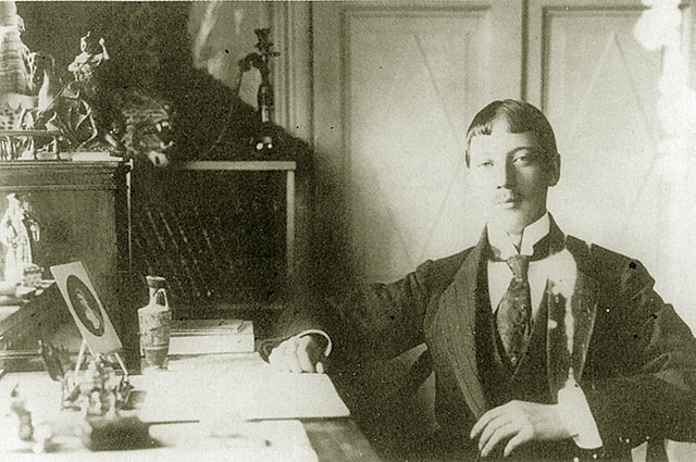 Николай Гумилев вел поэтические курсы и занимался этнологией.