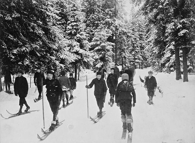 Катание на лыжах. Осло, Норвегия, 1900-е годы