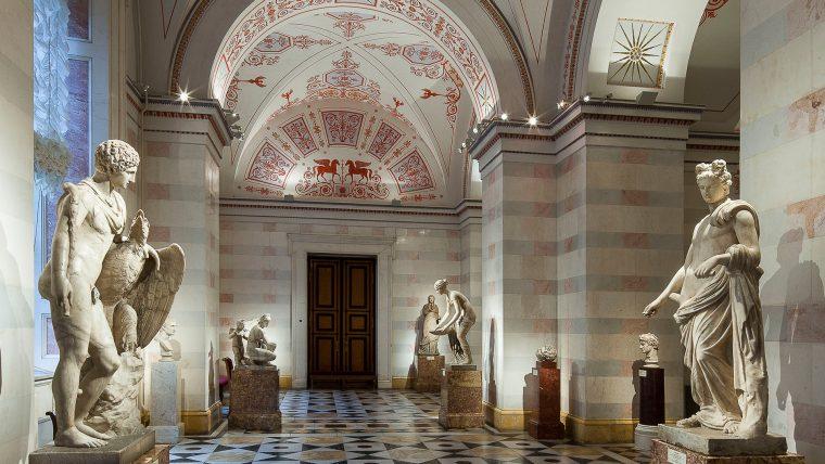 Экспозиция посвящена искусству эпохи эллинизма, начало которой положили завоевания Александра Македонского в конце IV в. до н.э. Эрмитаж
