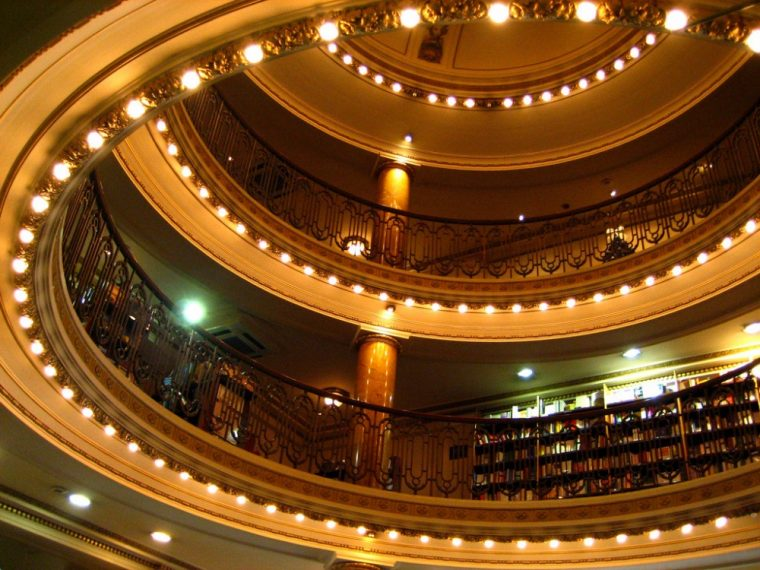 100-летний театр превратили в книжный, который круче любого музея